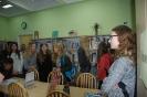 Młodzież II Liceum Ogólnokształcącego na lekcjach bibliotecznych